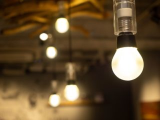 1887年1月22日は、「日本初の白熱電灯が灯った日」