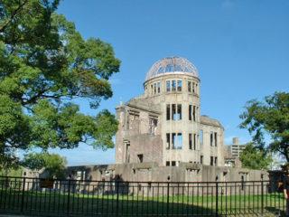 1945年8月6日、「平和記念日」制定