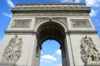 "<span class=""title"">1836年7月29日は、エトワール凱旋門の落成式を記念して、制定された。</span>"