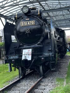 "<span class=""title"">1872年10月14日は、東京の新橋駅と横浜駅を結ぶ日本初の鉄道が開通したことを記念して、日本国有鉄道が「鉄道記念日」として制定した。</span>"